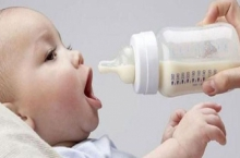 طراویدن شیر مادر بر پیکر نازک نوزادان یک نعمت الهی است / کودکانی باهوش و قوی با شیر مادر / در همدان ۴ بیمارستان دوستدار کودک داریم